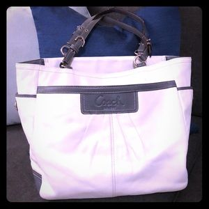White/Grey coach purse shoulder bag